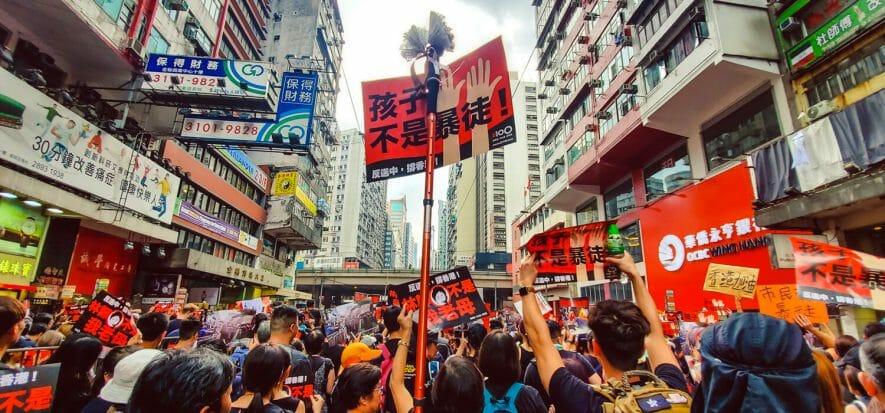 Gli analisti spiegano le conseguenze sul lusso delle proteste di Hong Kong