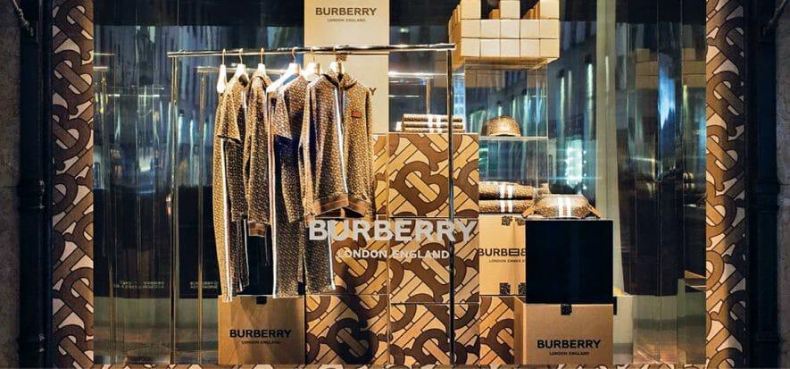 Burberry approfitta del rimbalzo in Asia. Come? Con gli sconti