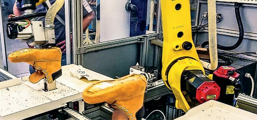 Bangladesh, robot in the factory to cut shoe costs in half