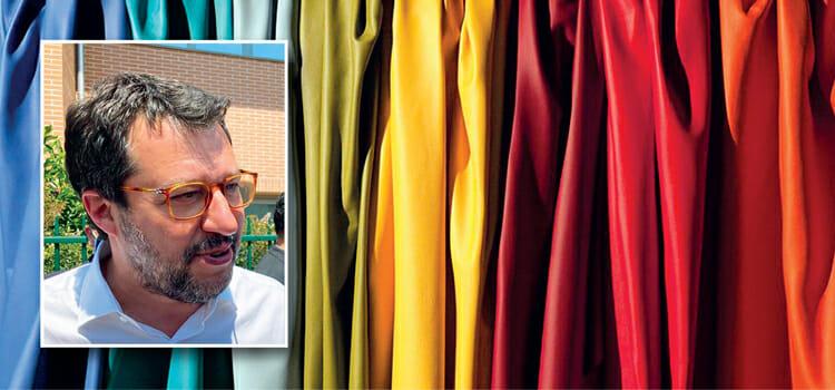 Matteo Salvini visita la pelle toscana e incontra i conciatori