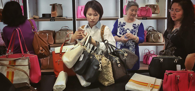 Cina, il lusso si interroga sull'addio (o quasi) ai daigou