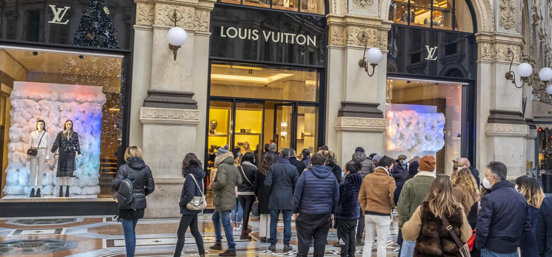Il lusso vive il boom natalizio, per il rimbalzo deve attendere