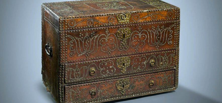 All'asta il baule di re Carlo II: è in pelle e ha 400 anni