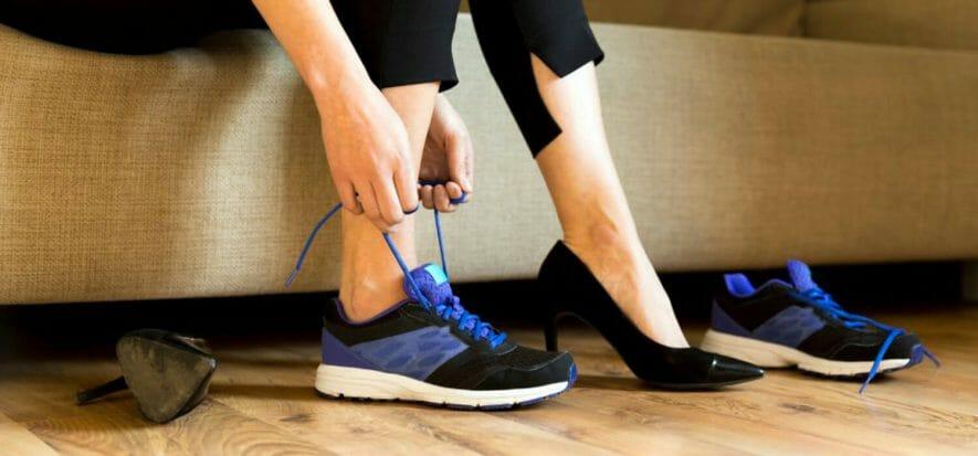 Attenzione: l'abuso di sneaker ha conseguenze ortopediche